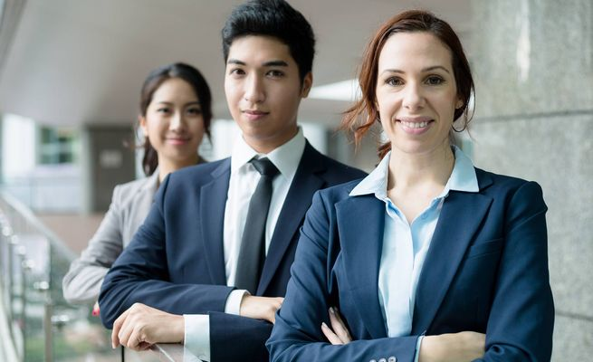 外国人雇用で採用人事が把握しておきたい手続きの留意点3つ